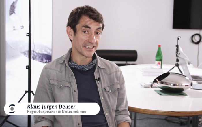 Moderator und Comedian KJ Deuser über Rückenprobleme