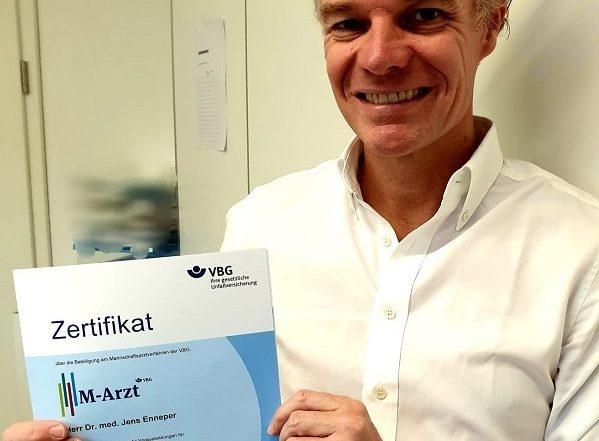 Dr. Jens Enneper als Mannschaftsarzt zertifiziert
