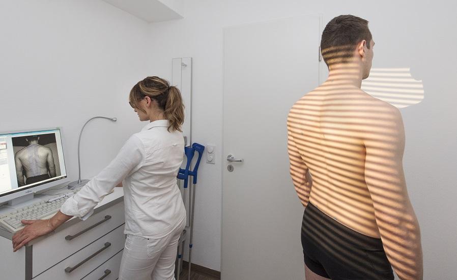 Orthopädische Diagnostik - 3D-Wirbelsäulenstatikvermessung