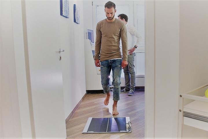 Fuß vermessen lassen - Digitale Fuß- und Ganganalyse für Einlegesohlen