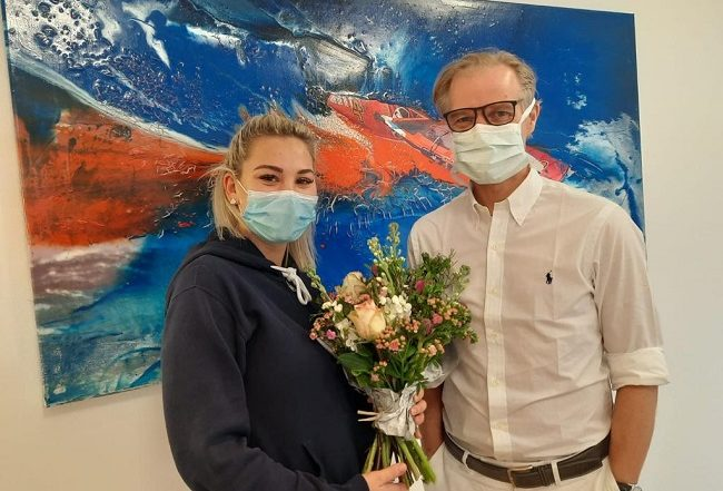 Verginia hat ihre Prüfung zur medizinischen Fachangstellten bestanden