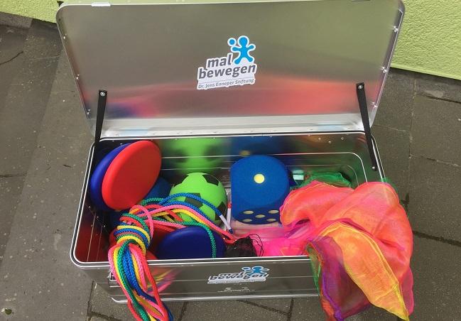 Stiftung mal bewegen - neues Spielematerial für Kinder in OGS